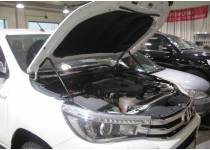 Амортизаторы капота на Toyota Hilux Revo (2015-2021)