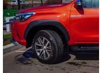 Расширители арок оригинальные Toyota на Toyota Hilux Revo (2015-2019)