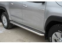 Боковые пороги d60 с накладным листом для Toyota Hilux Revo (2015-2020)