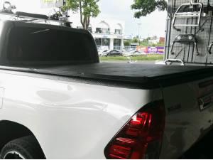Крышка виниловая трехсекционная Winbo на Toyota Hilux Revo (2015-2019)