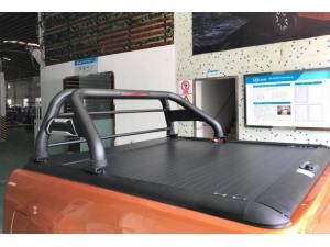 Крышка рольставни с черной дугой ROLLER LID на Toyota Hilux Revo (2015-2020)