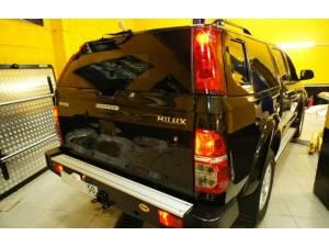 Кунг Sammitr V4 (+ доп. стоп-сигналы и стеклоочиститель) на Toyota Hilux (2006-2014)