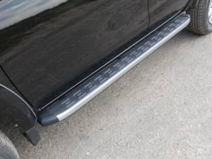 Боковые алюминиевые пороги с пластиковой накладкой на Mitsubishi L200 (2015-)