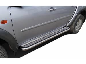 Пороги с накладным листом d60 на Mitsubishi L200 (2006-2013)