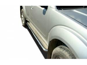 Пороги с накладным листом d53 на Nissan Pathfinder (2005-2010)